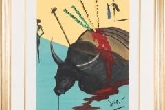 """Exklusiv första edition av Salvador Dalí """"The Bull is Slain"""" från 1970 (totalt 25 st). Stor originalsignerad färglitografi på japanskt papper. 91x76 cm inkl. ram, 65x50 cm bladmått."""