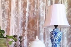 Exklusiva handmålade lampor i blåvitt porslin.