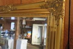 Stor dekorativ spegel. H: 175 cm B: 75 cm. Flera modeller av speglar finns.