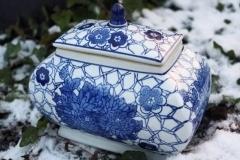 Blåvitt porslin i olika utföranden.