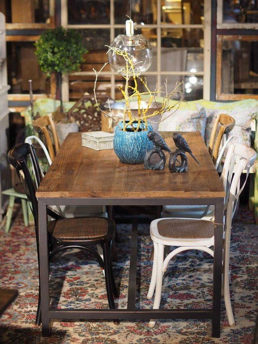 Matbord runt industridesign Dany's Home